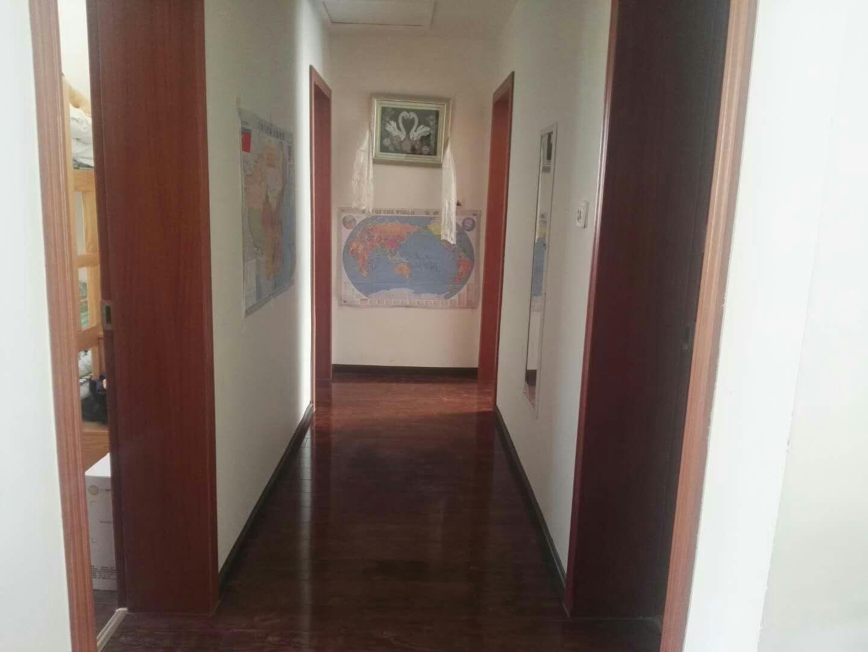 精装修4室2厅3露台182平米急售