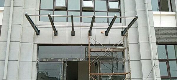 晋宝轩玻璃门业。