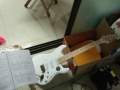 电吉他。没有发音孔