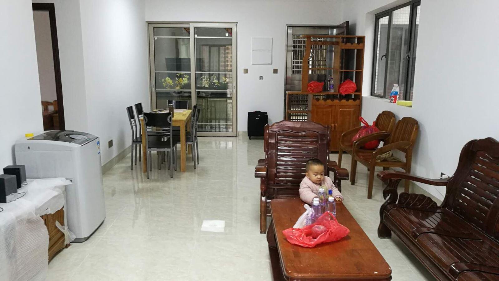 水木清华 2600元 2室2厅1卫 精装修,家具电器齐全