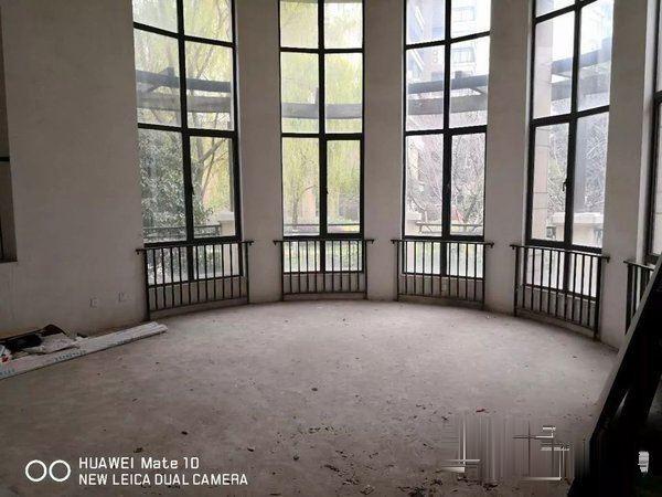 世茂香槟湖客厅挑高7米东边户户型,不用改造,沿河景观别墅