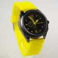 黑色绿色红色广告促销手表石英商务馈赠褐色手表批发两年质保量大