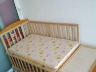 小龙哈彼摇篮式婴儿床多用途婴儿床,纯实木,无油漆有床垫450元不
