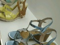 鞋子。羊皮材质……码数正规