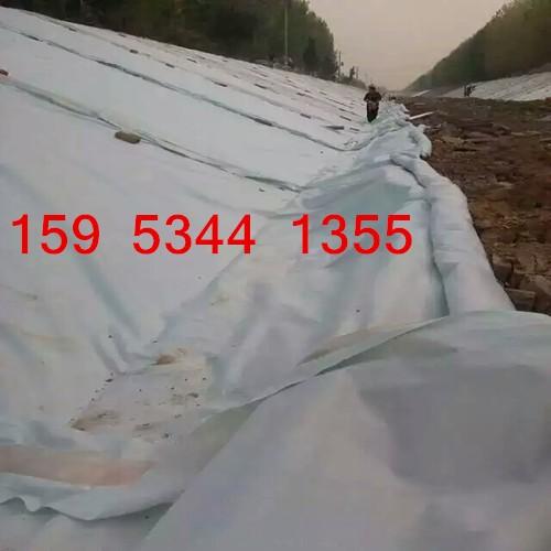 山东人工湖防渗土工布铺设方法