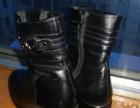 品牌鞋36号,白色和黑色99成新,现10元卖