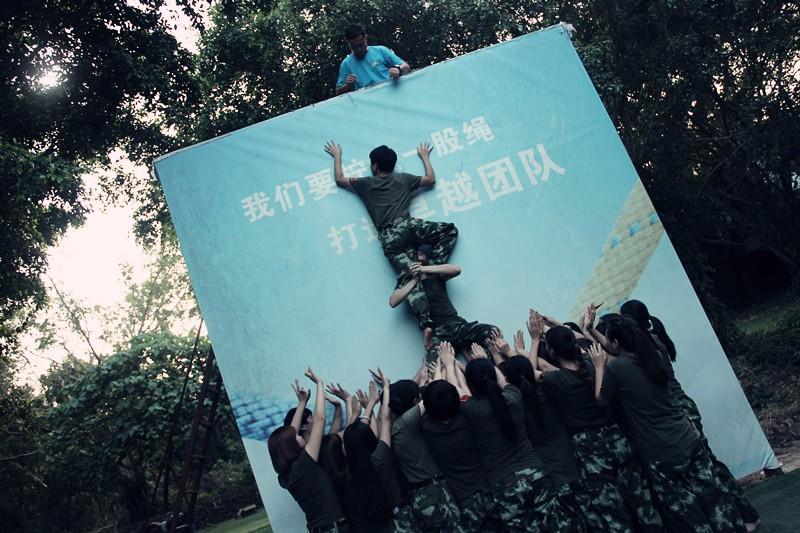 深圳团队主题拓展训练 喜洋洋与灰太狼 趣味拓展训练