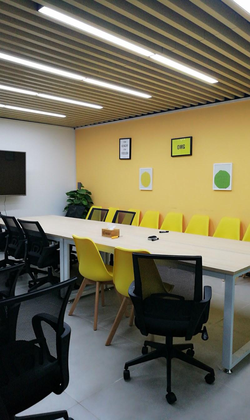 福田创新科技大厦小面积办公室出租,水电全包带家私出租