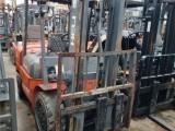二手進口叉車出售,小松3噸二手叉車,中鋼帶側移進箱叉車