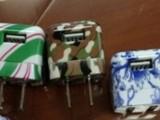 豹纹印花插头。电源插头。苹果插头