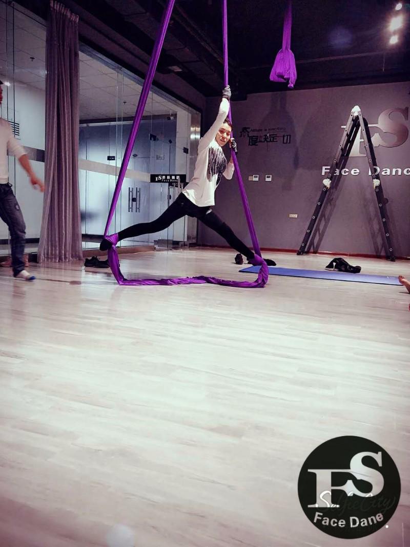 成人零基础舞蹈寒假班集训专业爵士舞专业钢管舞优惠试学体验