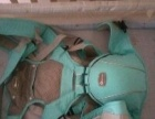 小龙哈彼的婴儿床基本没怎么用,全新无气味。送床垫,和背带。
