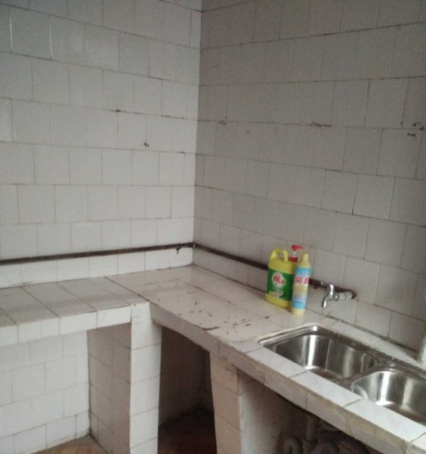 金城江市中心 4室1厅 120平米 简单装修 押一付三