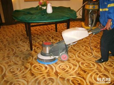 昆山保洁公司地毯清洗装潢后保洁擦玻璃