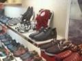 出售7成新鞋类货架