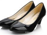 5双起小额批发2011时尚新款女鞋四季百搭 漆皮中跟单鞋 可混批