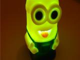 七彩小夜灯 小黄人小夜灯 创意礼品 地摊货源批发发光小黄人玩具
