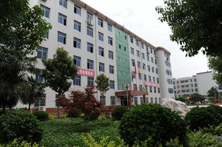南阳工业学校,2017热门专业,面向应 往届初 高中毕业生