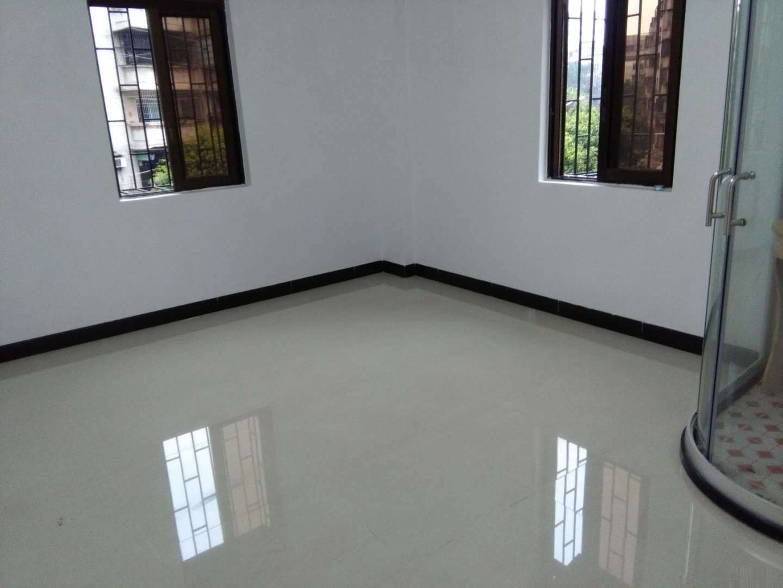 二小学位房台东路3楼140平方4室2厅1卫 全新装修未入