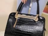 新款女包手提包2014春夏新品漆皮鳄鱼纹复古包斜跨包时尚潮女包
