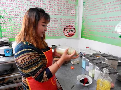 伊利塔城阿勒泰学小吃技术就到兰州回味香特色小吃培训中心