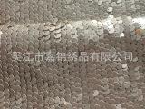 高挡珠片0.9CM皮片绣花。可在网布上绣,棉布上绣,化纤布上绣。
