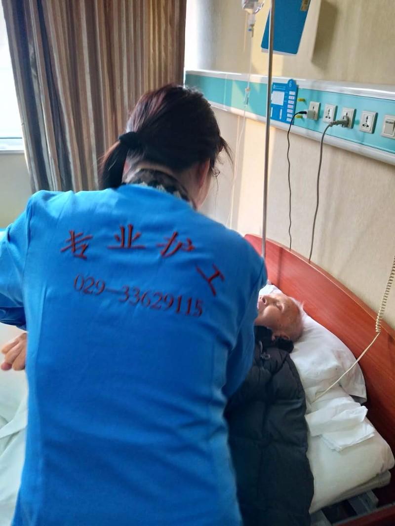 专业提供护工服务我们是陕西咸阳孝行天高级家政护工服务公司