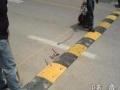 北京房山区长阳自带电源安装车位锁 三角地锁安装路桩