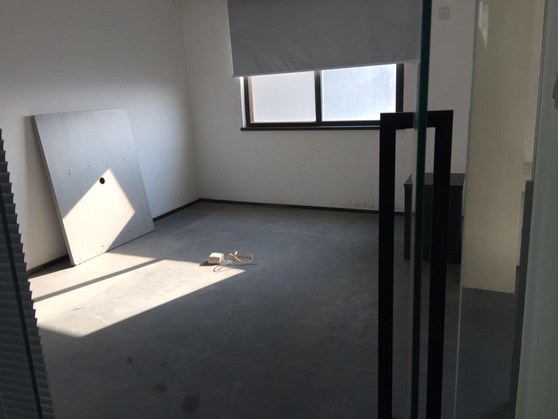 青秀万达商圈 190平办公室带车位 长湖景苑 有钥匙看放