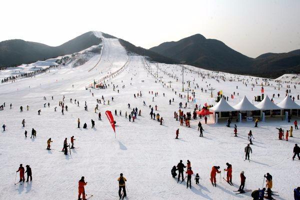 2018平谷渔阳滑雪二日游 渔阳滑雪场 年终公司开年会二日游