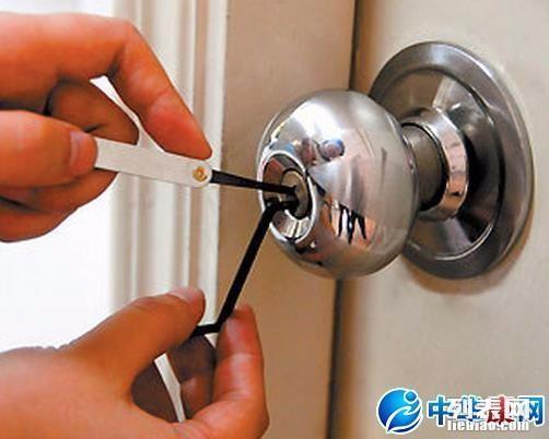 黄岛开发区开锁电话84463008防盗门开锁 换C级锁芯