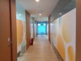 福田中心路卓越时代广场广告招牌字LOGO玻璃贴膜喷绘上门服务