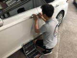 武汉武昌洪山24小时上门道路救援补胎搭电换电瓶送油