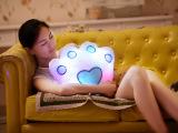 厂家批发  七彩熊掌抱枕 创意礼物 发光玩具 一件代发