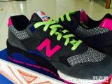 全新NB580,40码,朋友从美国买的,买错了鞋码,本人