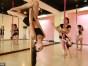 钢管舞健身的好处费斯舞蹈钢管舞职业班招生中