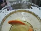 4条金鱼,1个鱼缸,1个花瓶