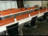 大量95成新办公家具出售:老板桌椅沙发茶几,员工卡位会议桌
