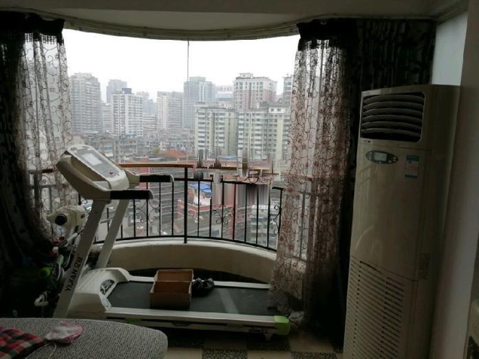 文昌北路邮政综合楼电梯房3室2厅2卫精装首租拎包入住
