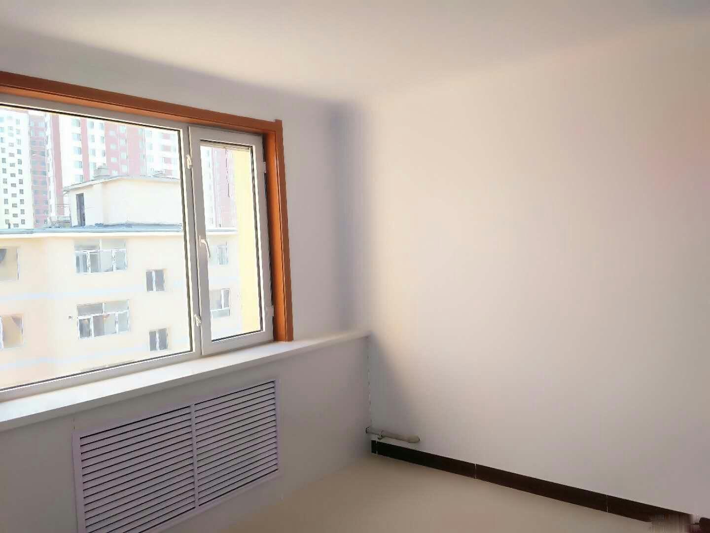 海西路阳光5楼,南北通透,双阳温馨卧室,户型非常棒,有户