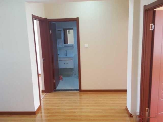 舒馨家园 精装修 两室一厅 交通便利 购物方便 拎包入住