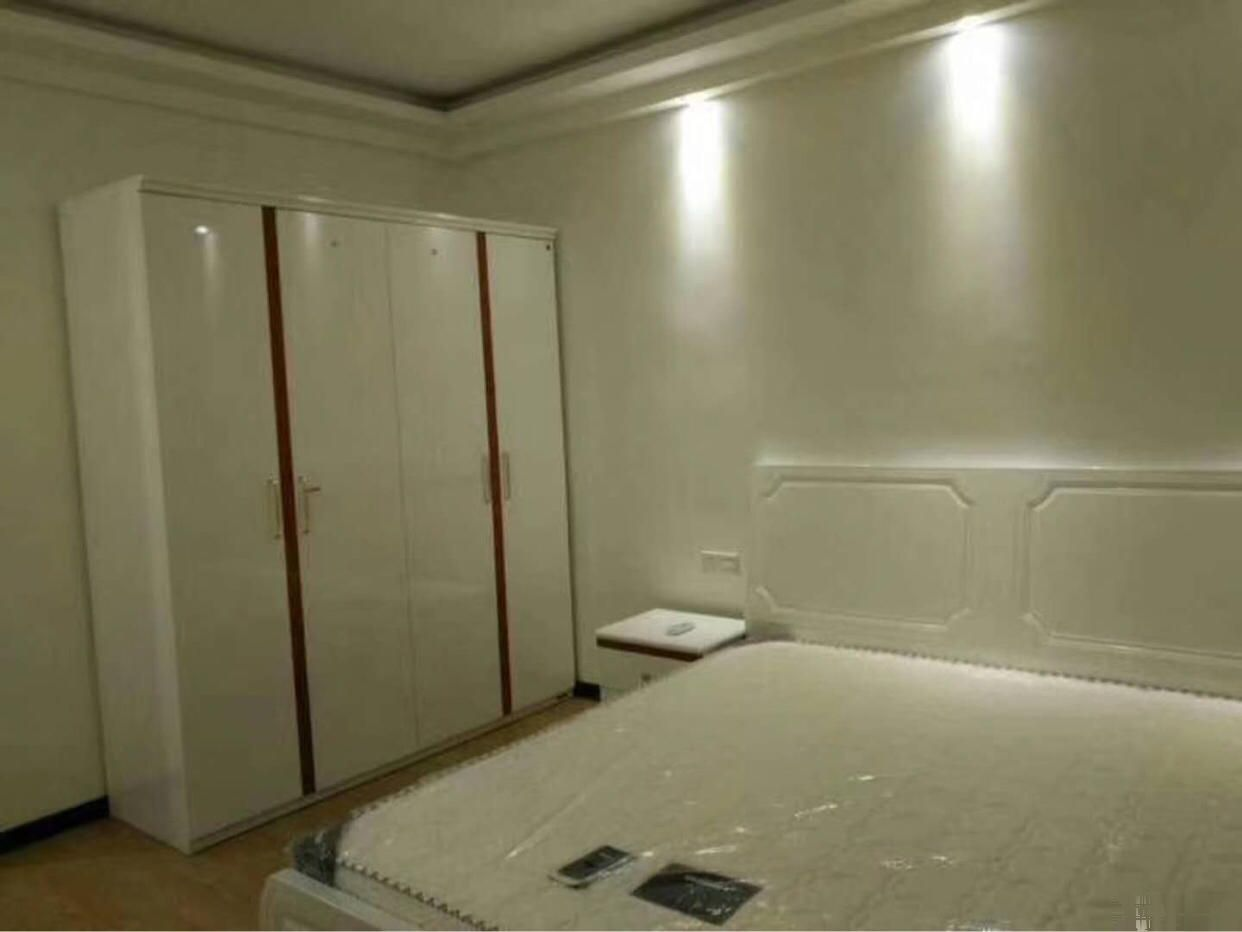 财富名门 3800元 3室2厅2卫 豪华装修全套高档家私财富名门