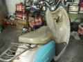 小刀小龟蓝色电动车。电池不错,容量大,速度快,跑的远。