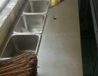 烧烤炉子,涮串台子,还有个放盒子的架子