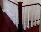 别墅楼梯车圆白色圆球柱 榉木白色楼梯配置同色原木门 回字型