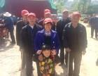 郑湾社区康乐院组织老人逛庙会看戏