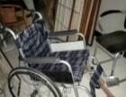老人手推轮椅