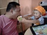 爸氣十足的親子活動,讓麥克思漢堡餐廳里的笑聲不一樣