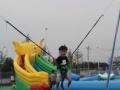 现货儿童城堡充气滑梯大型蹦蹦床碰碰车钢架蹦极旋转飞车小飞鱼