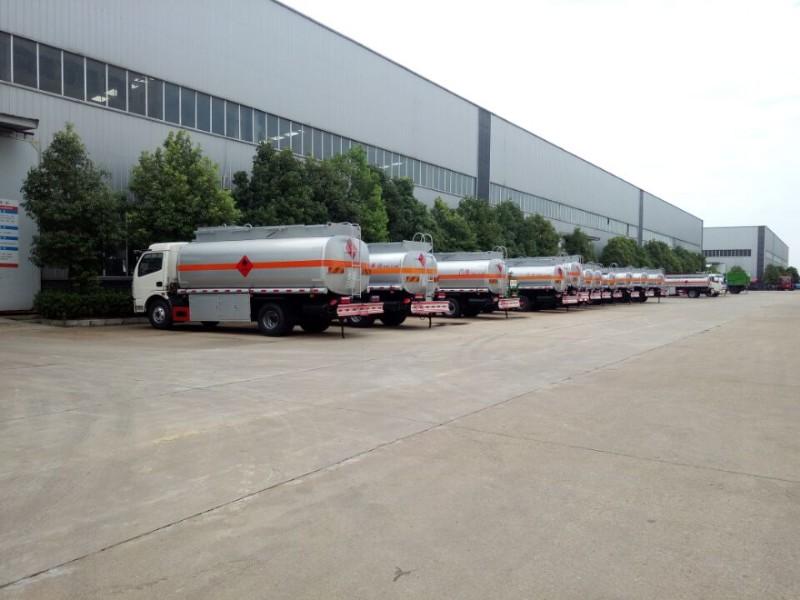转让 工程车 20吨东风后八轮油罐车厂家价格